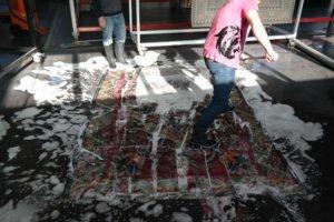 Handwäsche bei der Teppichreinigung