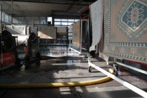 Halle für Teppichreinigung