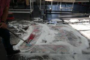 Bürsten von einem Teppich