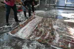 Seife aus Teppich waschen